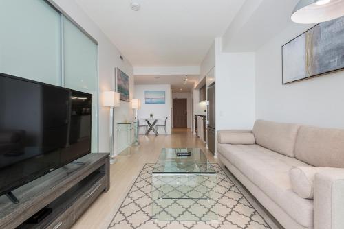 Diamond Vacation Homes - City Place - Toronto, ON M5V 0J9