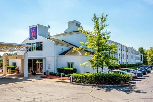 Motel 6 Charlotte Carowinds Photo