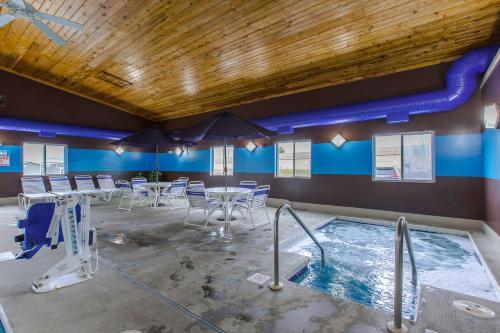 Motel 6 Lake Delton Photo