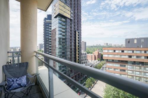 Yorkville Penthouse Studio (yonge & Bloor) - Toronto, ON M5R 1E9