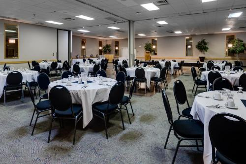 Heritage Inn Hotel & Convention Centre - Taber Photo