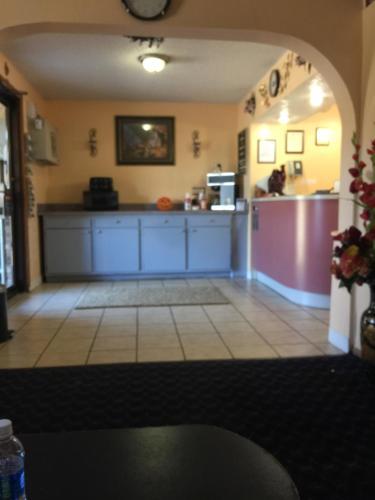 Rodeway Inn Chapmanville Photo