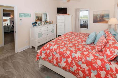 Lyndi Lou's - Gulf Shores, AL 36542