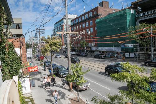 Applewood Suites - Palmerston Avenue - Toronto, ON M6J 3X9