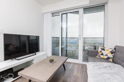 Applewood Suites - Waterfront Skyline - Toronto, ON M5J 0A9