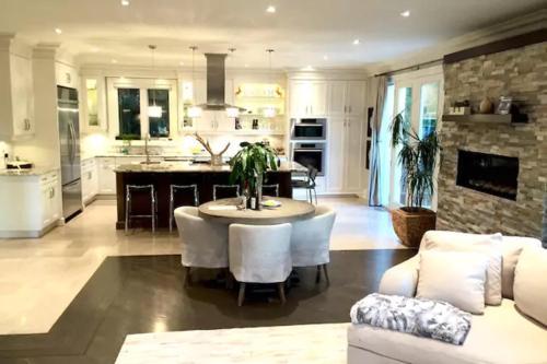 Clarkhill Luxury Home - North York, ON M2R 2G7
