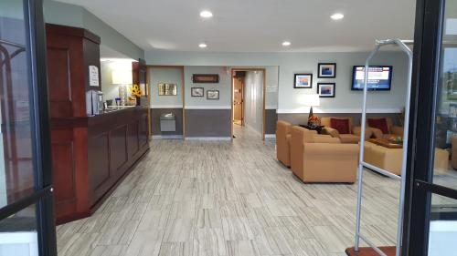 Baymont Inn & Suites Grand Haven Photo