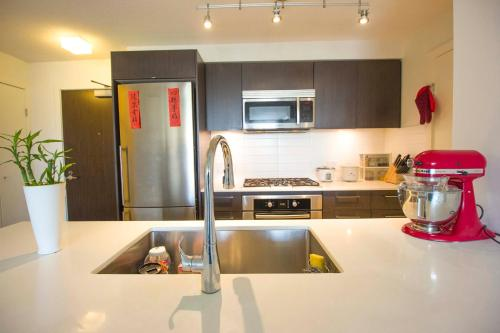 Luxury Condominium Next To Yvr And Skytrain - Richmond, BC V6X 0K6