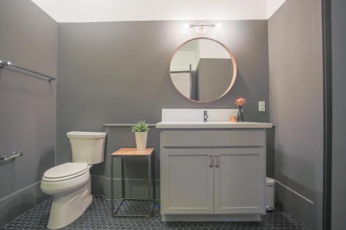 The Grant - One-bedroom Broughton Street (203a) - Savannah, GA 31401