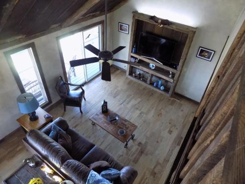 Birds Eye View Cabin - Ellijay, GA 30536