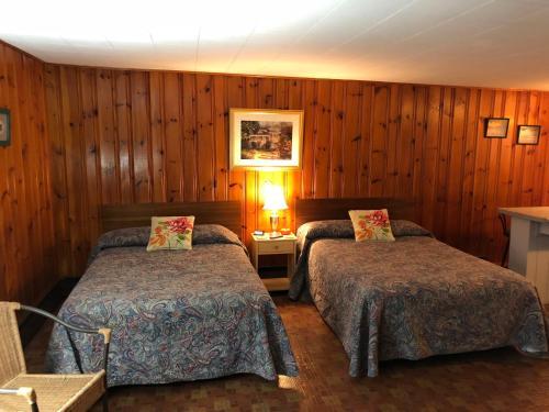 Grady's West Shore Motel - Bridgton, ME 04009