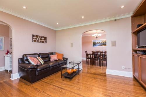 Applewood Suites - Royal York - Etobicoke, ON M8Y 2V4