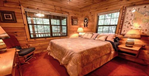 Laughing Hippo Cabin - Blue Ridge, GA 30522