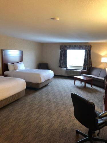 Days Inn & Suites Brooks Photo