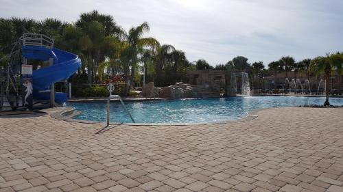 Five Bedroom House With Pool - Kissimmee, FL 34747