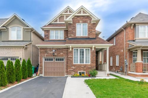 Charming 4 Bedroom Retreat - Brampton, ON L6Y 4Y8
