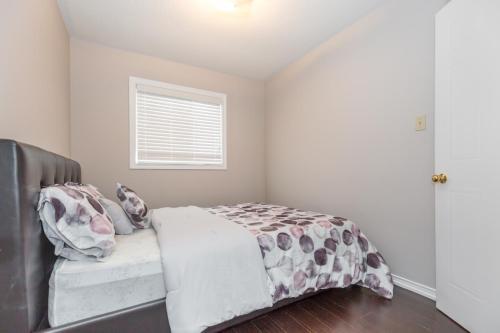 Lovely 3 Bedroom Private Home - Brampton, ON L6X 4K2