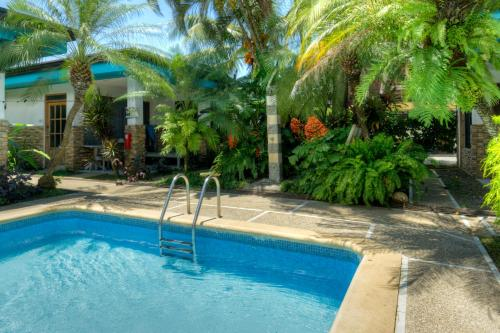 Las Orquideas Hotel & Surf School Photo