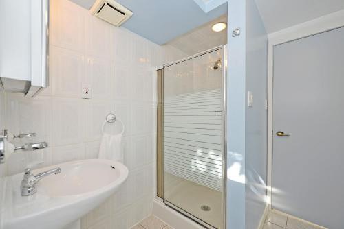 Richview Gardens Apartment - Etobicoke, ON M9R 3C7
