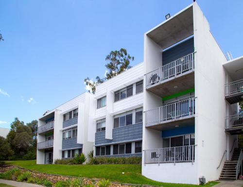 A griffith university village hostel gold - Griffith university gold coast swimming pool ...