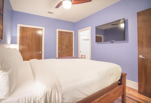 York Street Condo 203 - Three-bedroom - Savannah, GA 31401