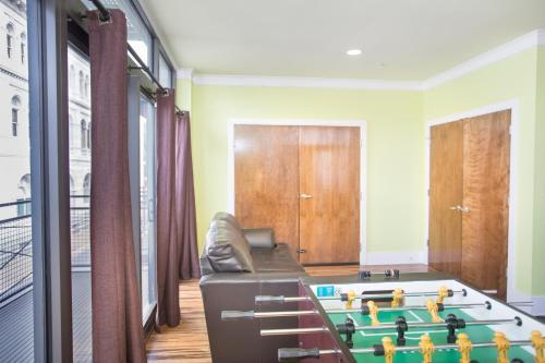 York Street Condo (full Floor) - 9 Bedroom - Savannah, GA 31401