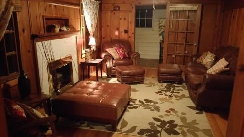 Historic Smarthouse - Charming Comfy King