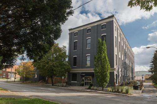 Brantford Eichler Properties - Brantford, ON N3T 3E4