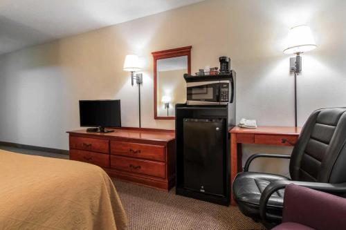Quality Inn & Suites Savannah North Photo