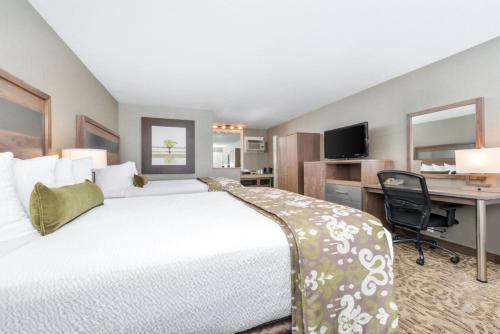 Best Western Plus Anaheim Inn Photo