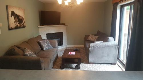 5 Bed Blue Mountain Rental - Collingwood, ON L9Y 0M1