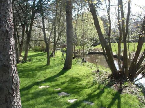 Simcoe Manor - Niagara On The Lake, ON L0S 1J0