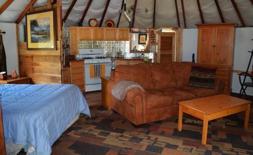 Thunderbird Ranch Yurt - Hesperus, CO 81328