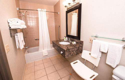 Best Western Plus Pembina Inn & Suites Photo