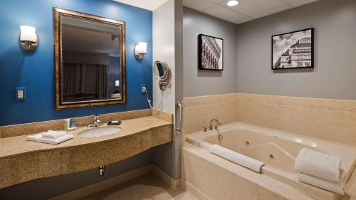 Best Western PLUS Franklin Square Inn Photo