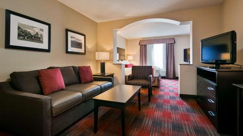 Best Western Plus Red Deer Inn & Suite Photo