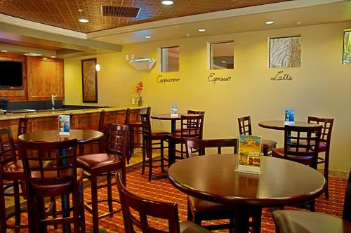 Best Western Legacy Inn & Suites Photo