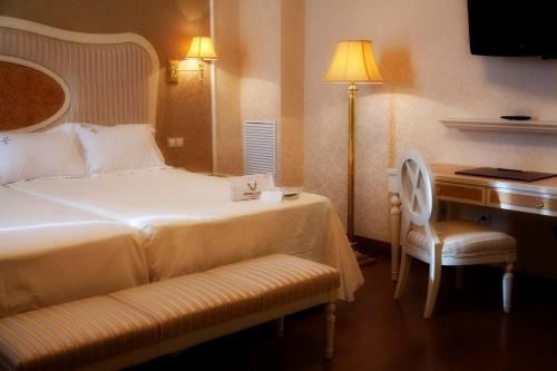 Twin Room Hotel Santa Isabel 3