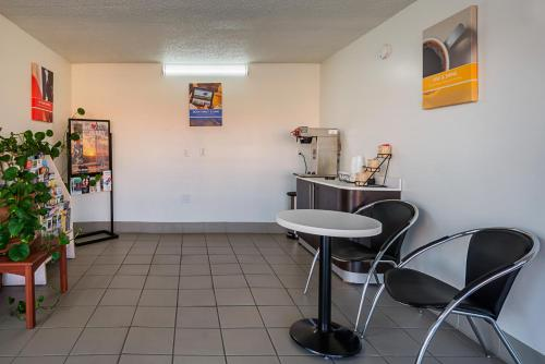 Motel 6 Perry - Perry, GA 31069