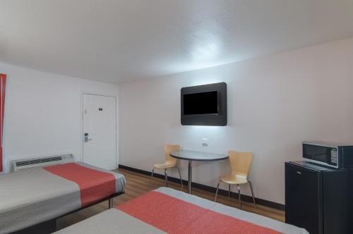 Motel 6 Paris Tx - Paris, TX 75460