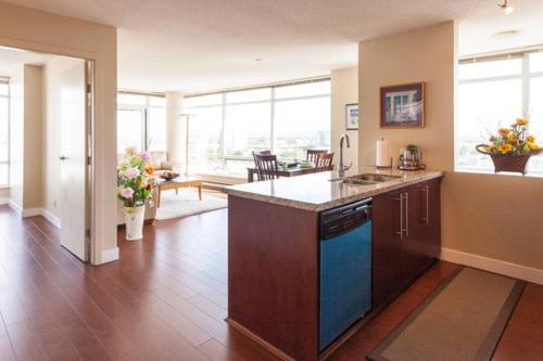 Spacious Apartment With Stunning View - Richmond, BC V6X 0B3