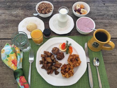 Olallieberry Inn Bed and Breakfast Photo