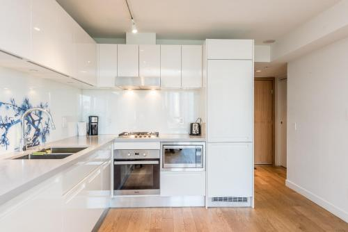 Super Downtown View Condo In Chinatown - Vancouver, BC V6A 1X4