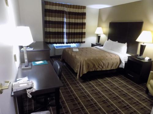 Quality Inn and Suites Dallas Fort Worth Airport North Photo