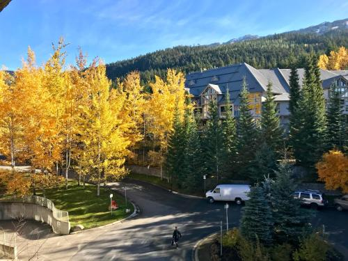 The Best Top Floor Ski-in/ski-out At The Aspens - Whistler, BC V0N 1B4