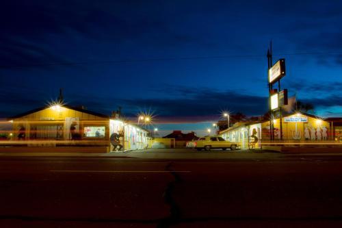 Brad's Desert Inn
