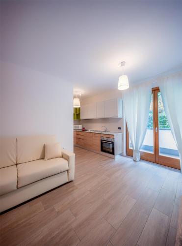 Residenza finestra sul parco comano terme prenota for Finestra termale