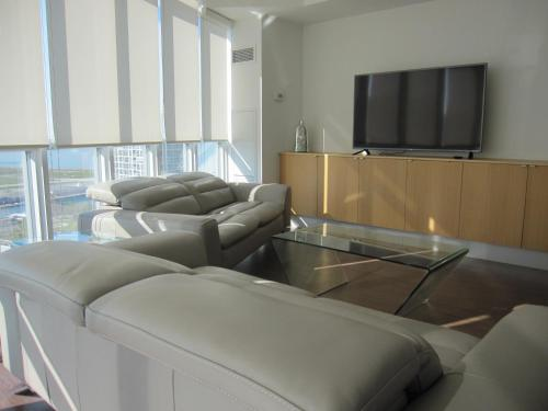 Condo At Parade Building - Toronto, ON M5V 4A9