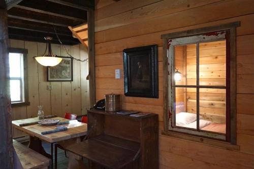 Logden Lodge - Nelson, BC V0G 2K0