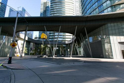 Royal Stays Furnished Apartments - Entertainement District - Toronto, ON M5J 0A9